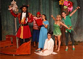 Peter Pan e Sininho na Terra do Nunca